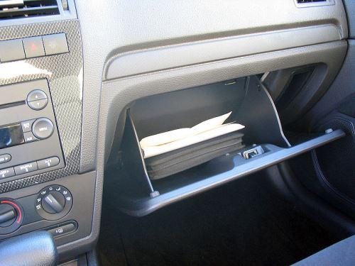 800px-Glove-box