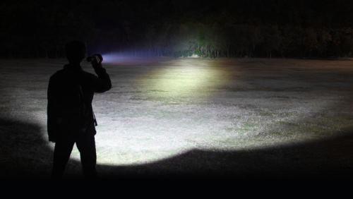 LED-Fenix-RC40-Flashlight-BeamDistance