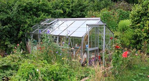 Self Sufficient Greenhouse Gardening